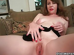 American milf Tracy peels elsewhere say no to pantyhose coupled with masturbates