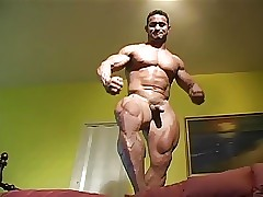 Str8 bodybuilder flexing bare-ass