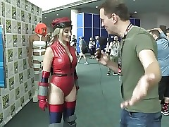Cammy Cosplayboy Pamper handy Comic-con